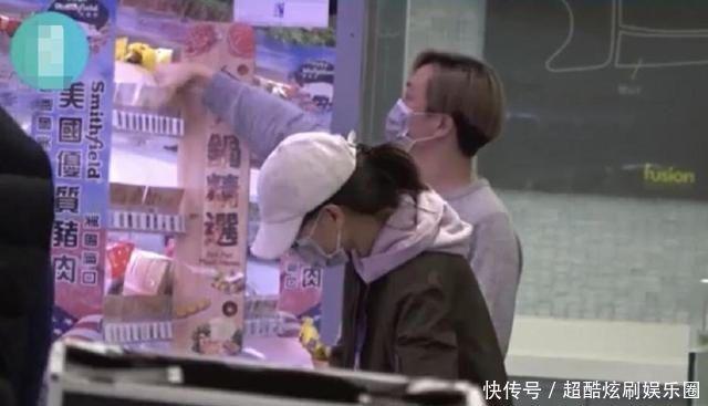 [郑中基现任老婆]郑中基和老婆现身超市购物,结婚9年仍恩爱,郑中基好男人十足