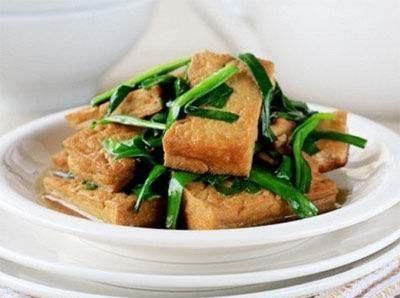 它和韭菜是绝配,简单一炒10分钟出锅,比肉菜还好吃!