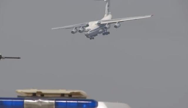 「飞行员」被单兵导弹打怕了!只有经历过生死的飞行员,才敢这样玩命降落