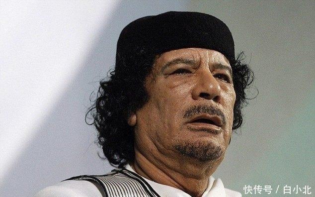 卡扎菲死前画面曝光惨遭毒虐, 周围士兵却高兴欢呼