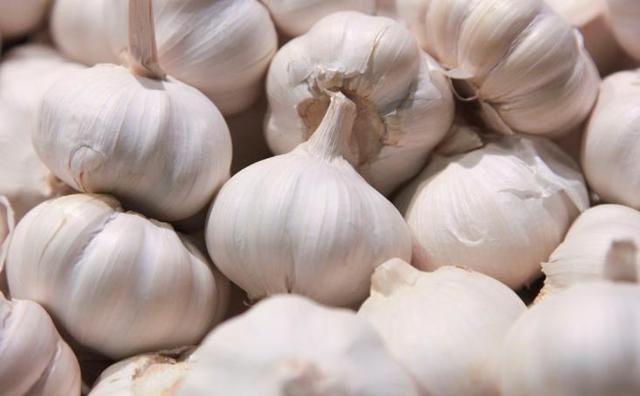 """『购买大蒜的时』这4种""""大蒜""""不要买,买了也不要吃,赶快扔掉,看看"""