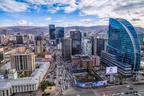 蒙古国民众在中国排队扫货,满载而归后,蒙古国记者:钦佩中国经济