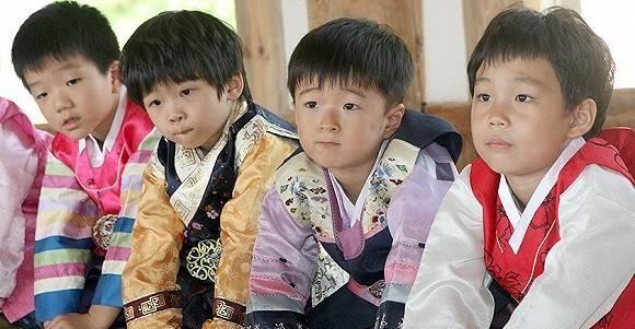 【天下奇闻】韩国婴儿荒持续生育率全球最低 房子太贵美国年轻人选择啃老