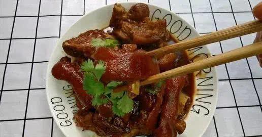 #简易#如何做红烧猪蹄的做法+配方,那样做的猪脚才好吃,简易易做又好吃