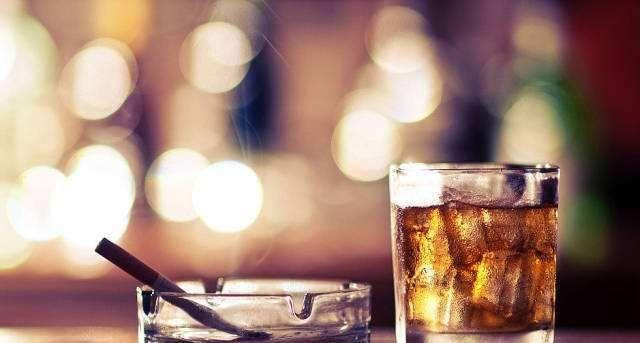 一包烟与两瓶啤酒,哪个对身体的伤害大?答案可能并非你想的那样