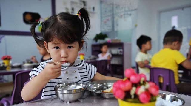 为什么大部分孩子不愿在幼儿园解大便?这五个原因,家长要知道