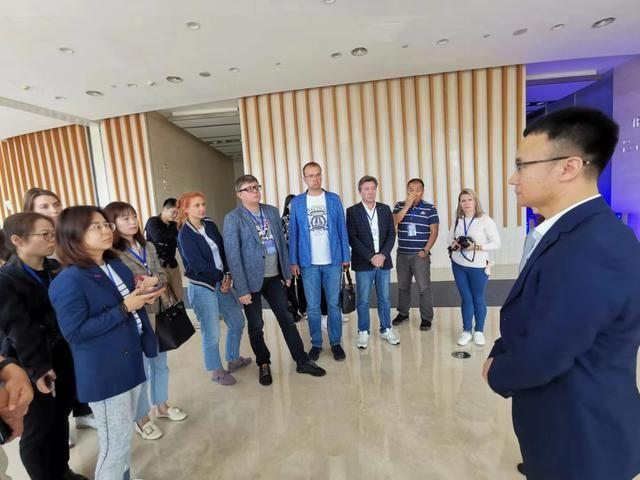 【哈尔滨银行】中俄媒体参观哈尔滨银行及黑龙江省对