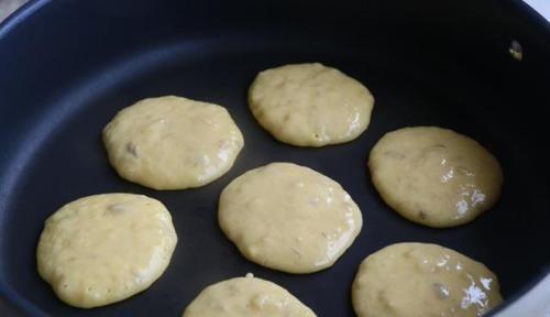 「简易版」简易版香蕉早餐饼教程,1个香蕉2个蛋,煎至金黄就出锅
