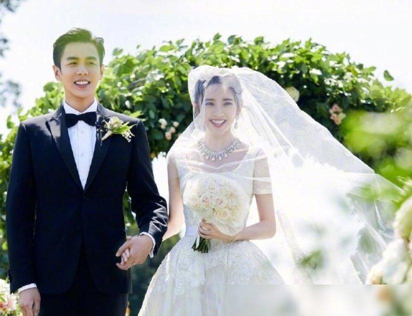 [唐艺昕和张若昀结婚]唐艺昕和父母购物,有谁注意她买了啥东