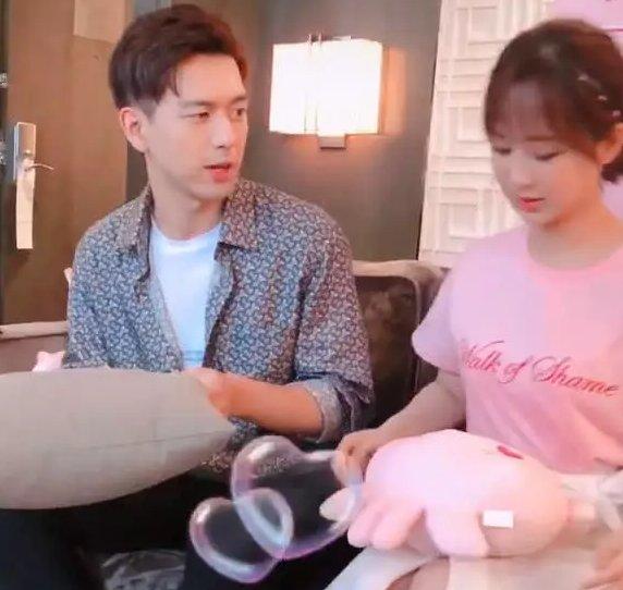 杨紫穿10cm短裙坐下,有谁注意李现干了啥?网友:素质是装不来的