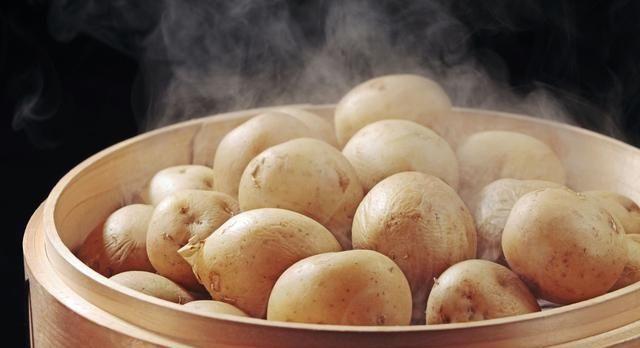 多吃土豆养胃,土豆如此做,软糯鲜香,大人小孩都爱吃