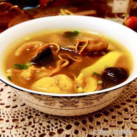 做一道食疗菜虫草花煲土鸡汤,可益肝肾、补精髓、止血化痰
