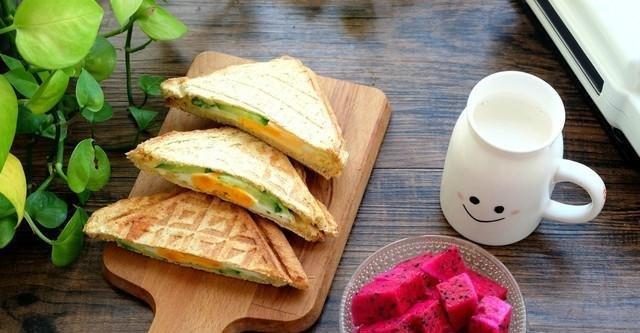 『煎熟的鸡蛋』6种快手又好吃的三明治,做法简单,好吃又营养,小学生最佳早餐!