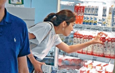 [去超市购物的作文]TVB视帝老婆独自去超市购物 为照顾女儿产后
