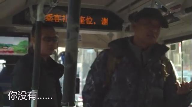 提示戴口罩遭殴打 公交上拒戴口罩不听劝阻被带走?
