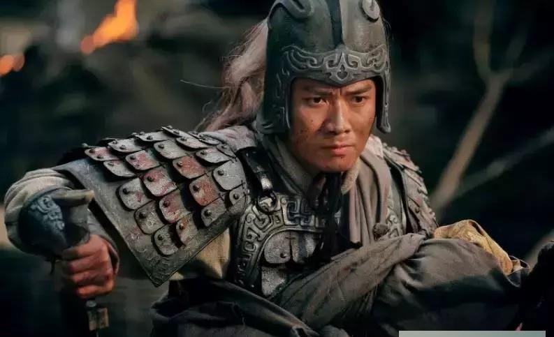 三国演义里卸甲而坐的赵云在凤鸣山能逃过一劫, 背后的功臣是谁