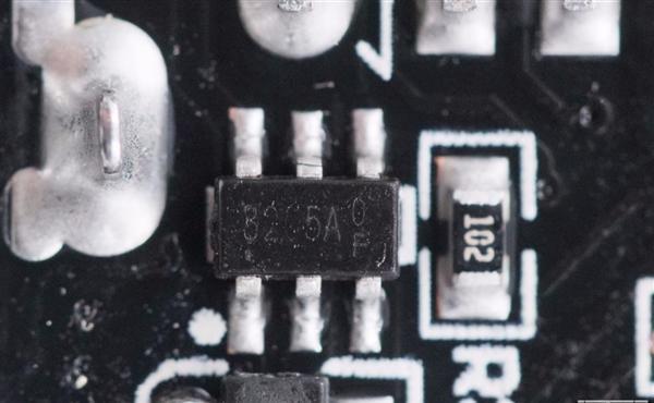 云星电子 三口USB+27瓦快充 米家插线板拆解:用料精细