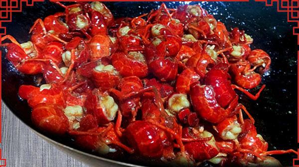 小龙虾别只会做麻辣味的,教你怎么做,鲜香浓醇,好吃不上火
