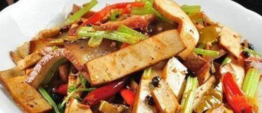 「家常菜」家常菜,一家超级餐厅,是一道没有失败,味道鲜美,比肉还好吃的蔬菜
