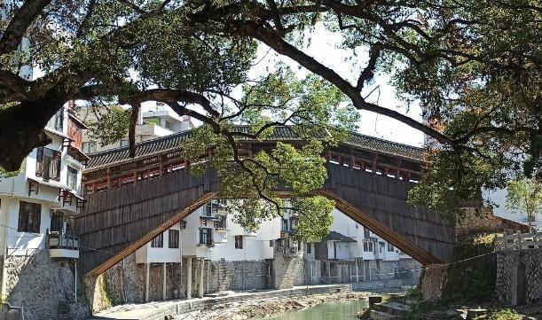 """世界上""""最美""""廊桥,又被称作""""蜈蚣桥"""",这是为何?"""