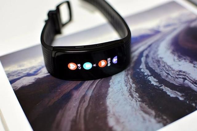 详细体验了三星Gear Fit2 Pro手环,觉得三星不止手机做的好!