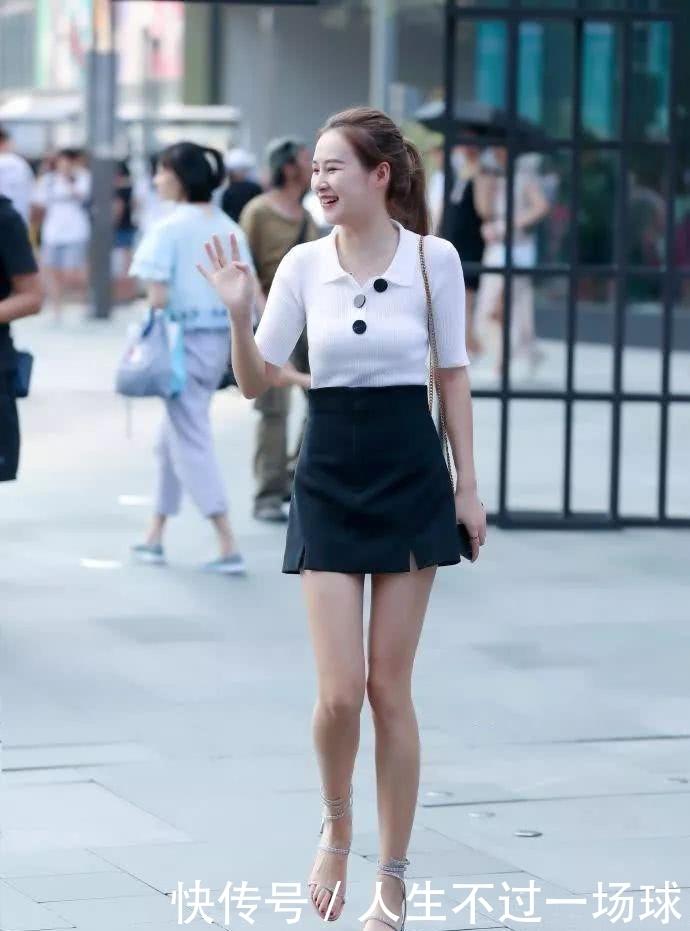 街拍美母:简约嫩气的小妹妹,搭配帅气的裙女,绝显浊爽老练