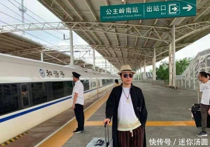 41岁李玉刚近照曝光认不出,挺大肚发福严重,已经穿不下女装