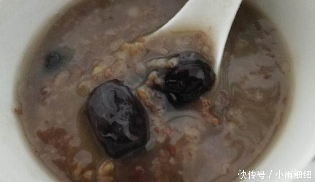 『健康美食』尝试了4年的干货分享,养生早餐营养粥――补气血粗粮粥配方