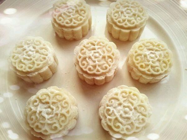 『搅拌均匀』芝士奶黄冰皮月饼