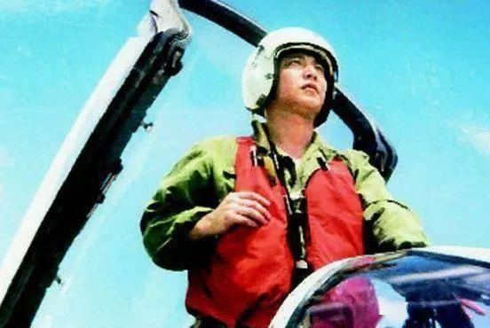 南海撞机19年祭:世代永记海空卫士王伟!