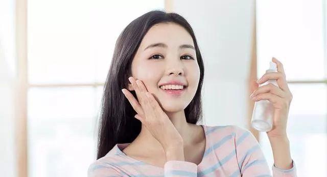 女人毛孔粗大怎么办?日常护肤做好就能逐渐改善