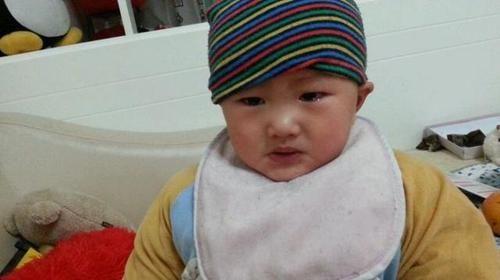 『提前』宝宝被骂哭后,为何还会伸手让抱抱,这种心理父母应提前了解