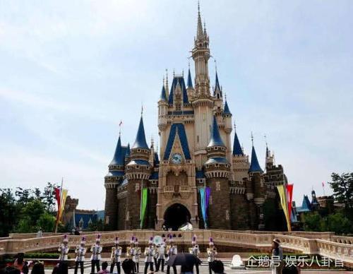 上海迪士尼不准游客自带食物,看清里边食物价格后,网友:抢钱?