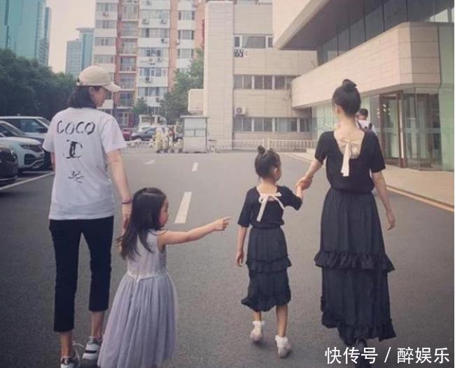 李小璐副业开始卖衣服?看了小黑裤下的腿,网友:也太恐怖了!